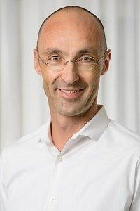 Dr. med. Georg Schmitt, Facharzt für Orthopädie mit den Schwerpunkten Chirotherapie, Psychotherapie und Sportmedizin